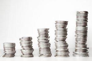 Dodatek pieniężny 500+ na pierwszego potomka? Kiedy i jak można skorzystać z pomocy finansowej?