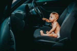 Od kiedy dziecko może jeździć na podstawce zamiast fotelika